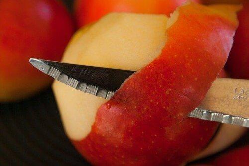 栄養価の高い果物の皮や芯も、同時に摂取できる