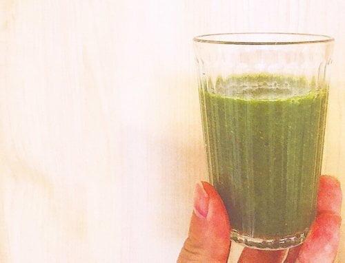 抗酸化ビタミンで肌の老化防止する、小松菜の美肌スムージー
