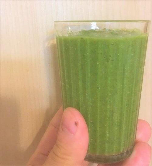 アボカドの種と水菜を使ったグリーンスムージー