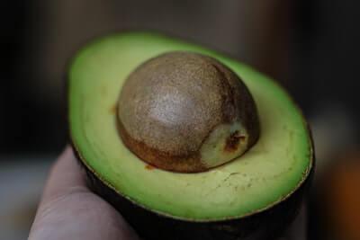 アボカドの種を使ったスムージーレシピ【種に70%の栄養があった】