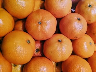 柑橘系の果物の皮は、半分だけ使用する