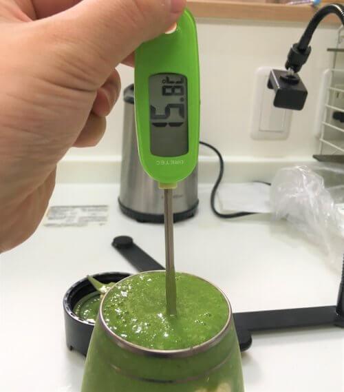 解凍せずに作った、冷凍ほうれん草スムージーのレシピ