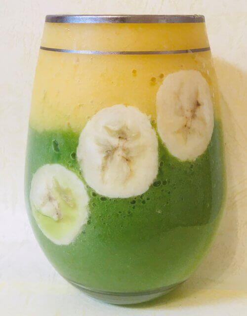 【小松菜、バナナ、りんご】にマンゴーを加えたスムージー