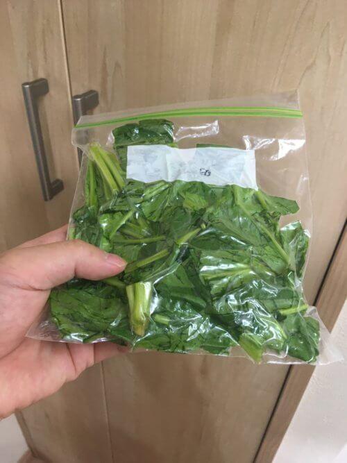 スムージーに使うほうれん草を生で冷凍保存する方法